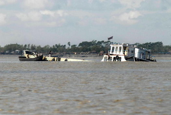 В Малаккском проливе танкер столкнулся с сухогрузом