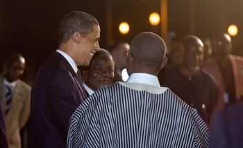 Барак Обама прибыл в Гану поддержать демократию