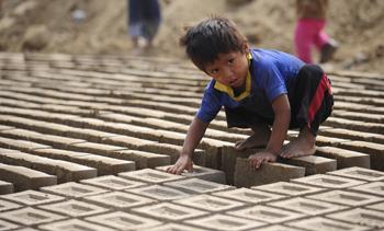 90 13 07 09 241 P - 250 детей погибли от холода и голода в Перу