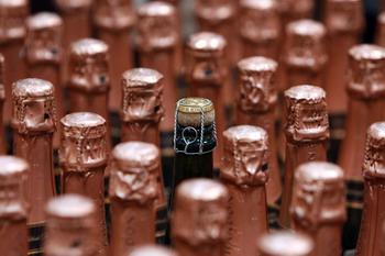 Шампанский дом модернизирует пробки