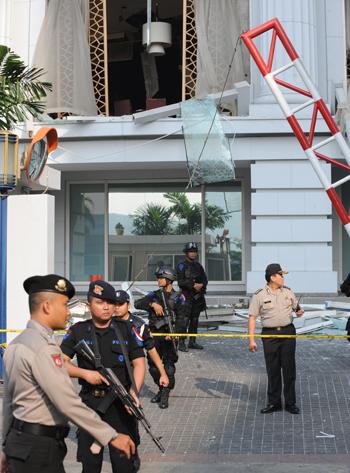 В результате терактов в Джакарте погибли семеро иностранцев