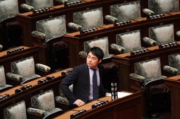 Подписан документ о роспуске нижней палаты парламента в Японии