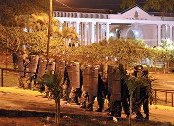 Мировое сообщество осуждает военный переворот в Гондурасе