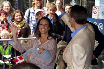 92 12 05 09 DANIYA 350 - Рейтинг счастья был проведен журналом Forbes: самые счастливые люди живут в Дании, самые несчастные — в Китае