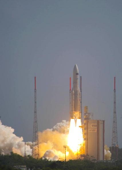 fg 012 - Фотообзор: Ракета Ariane-5 вывела на орбиту два спутника