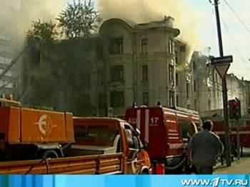 К тушению пожара в центре Москвы привлекли 20 расчетов