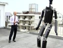 115 robotF - Японцы научили андроида играть в футбол