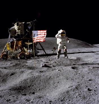 """Индийский аппарат обнаружил следы """"Аполлона"""" на Луне"""