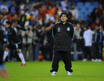 Марадона отстранен от футбола на два месяца