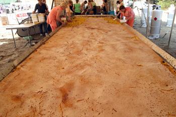 Кондитеры Греции испекли пирог-рекордсмен