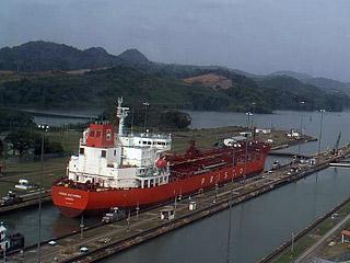 Российскому танкеру удалось отбиться от пиратов в Аденском заливе