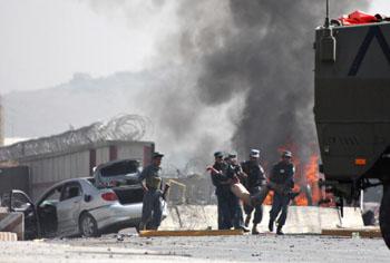 148 afuhanshoudubaozha - Смертник совершил теракт в аэропорту Кабула