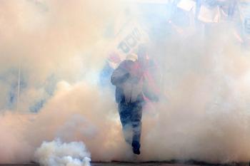В Стамбуле арестованы более 100 человек антиглобалистов,  выступавших против проведения в стране ежегодной сессии МВФ и Всемирного банка