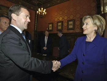Для перезагрузки отношений с Кремлем госсекретарь США Хиллари Клинтон пустила в ход все свое обаяние