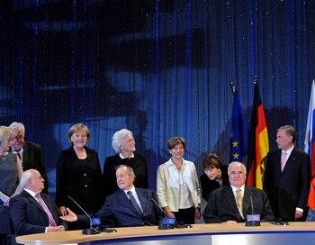 161 1 11 2009 1989 - В Германии начались торжества в честь 20-летней годовщины падения Берлинской стены