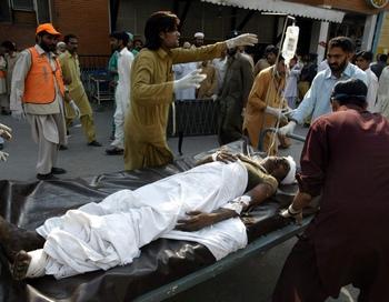 161 29 10 2009 Pakistan - В Пакистане в результате теракта около ста человек погибли, более двухсот ранены