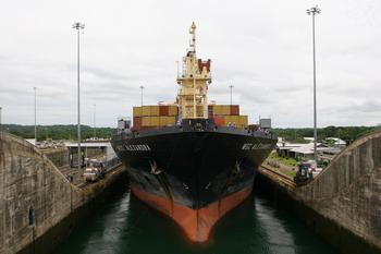 Российским морякам в Панаме приходится пить дождевую воду
