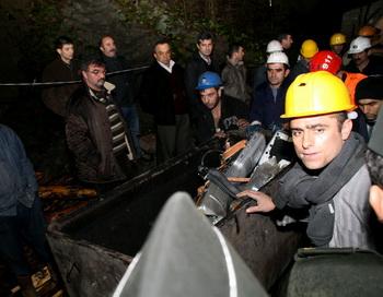 В Турции под завалами в шахте оказались не менее 15 человек