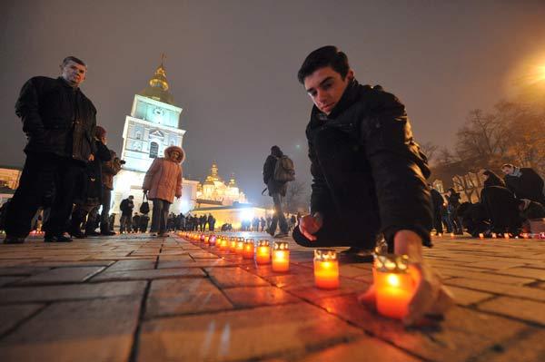 75 golod 10 - В Киеве прошло шествие памяти жертв Голодомора. Фоторепортаж