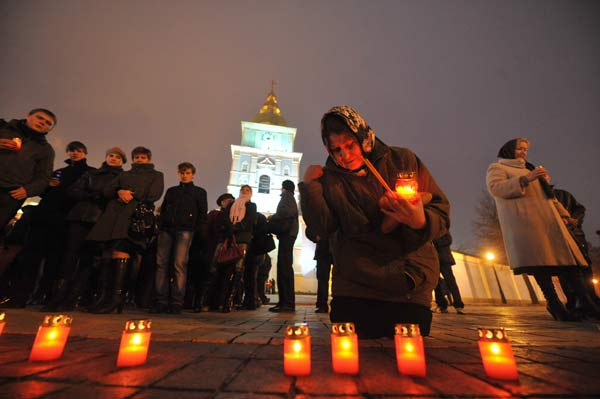 75 golod 11 - В Киеве прошло шествие памяти жертв Голодомора. Фоторепортаж