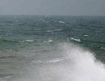 Шторм с волной 8-9 метров ожидается в Тихом океане