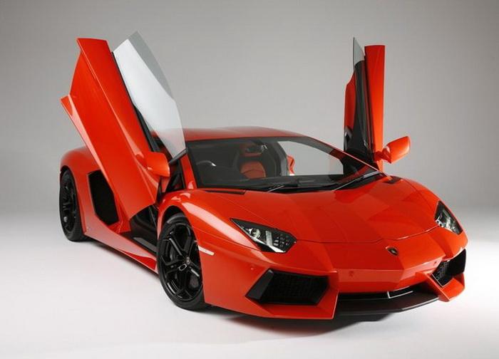 Lamborghini представила суперкар Aventador LP700-4 со съёмной крышей