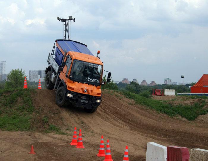 Mercedes-Benz in action. Special Trucks в Москве. Демонстрация специальной техники