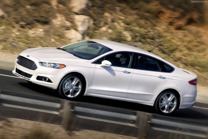 Экономичный седан Ford Fusion 2013