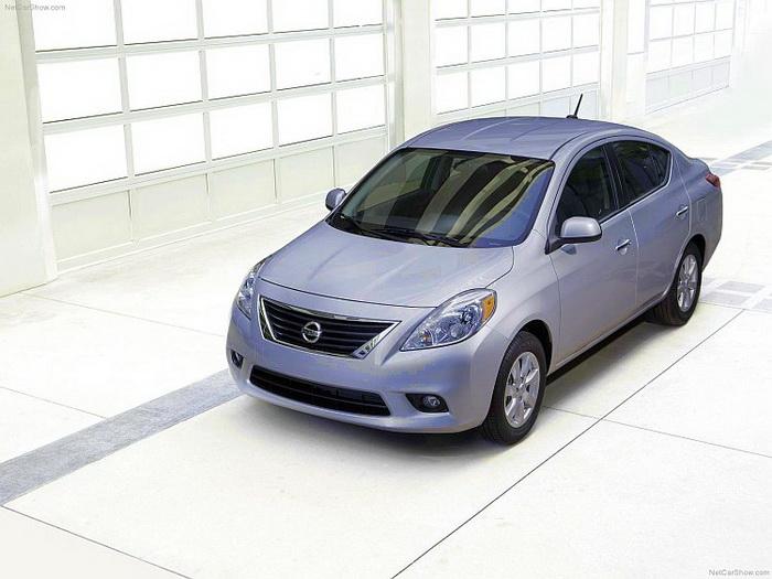 Новый Nissan Versa — недорогой и просторный седан
