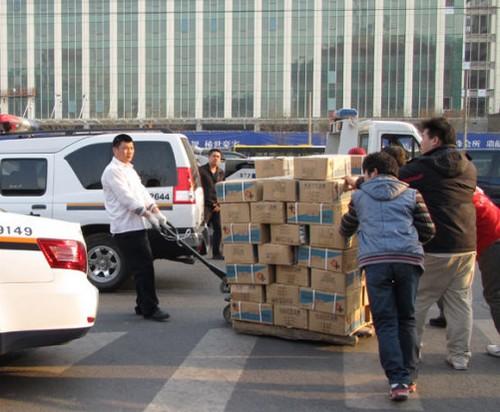 Фоторепортаж: В Пекине соль идет  нарасхват