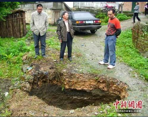 137 1106 ken11 - Внезапное появление провалов в земле стало причиной паники в Китае. Фоторепортаж