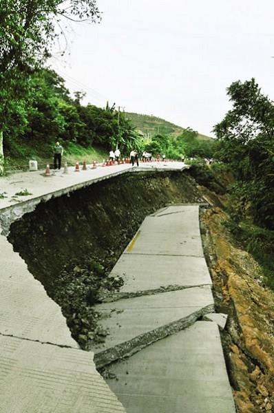 137 1106 ken5 - Внезапное появление провалов в земле стало причиной паники в Китае. Фоторепортаж