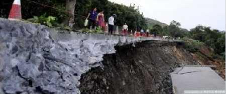 137 1106 ken6 - Внезапное появление провалов в земле стало причиной паники в Китае. Фоторепортаж
