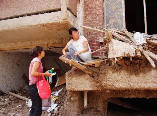 Власти  Китая спасательные работы превратили в шоу «Забота о народе»
