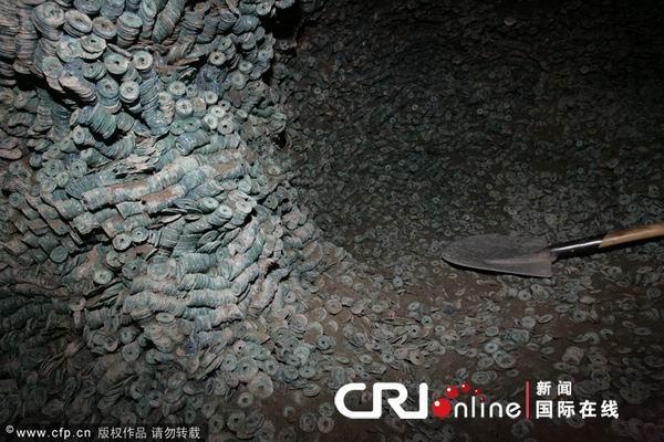 137 2312 qianjiao1 - В Китае в провинции Шэньси нашли огромный клад старинных монет