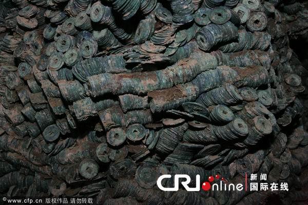 137 2312 qianjiao3 - В Китае в провинции Шэньси нашли огромный клад старинных монет