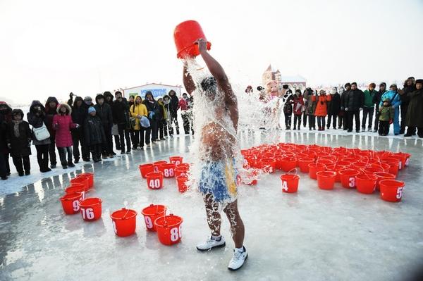 137 2401 jilu - Китайский «морж» вылил на себя 90 вёдер воды при 20-градусном морозе