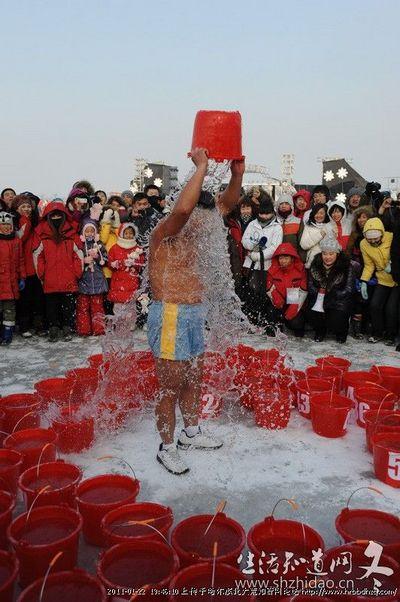 137 2401 jilu2 - Китайский «морж» вылил на себя 90 вёдер воды при 20-градусном морозе
