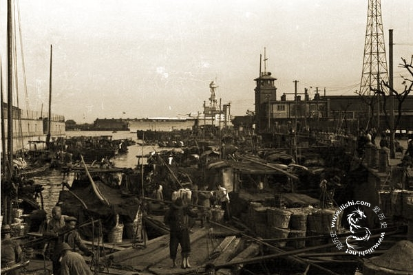 Портовые рабочие в Шанхае 60 лет назад