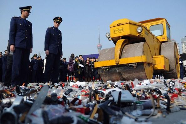 137 u128 109386546 - В Китае уничтожили большую партию фальшивых очков