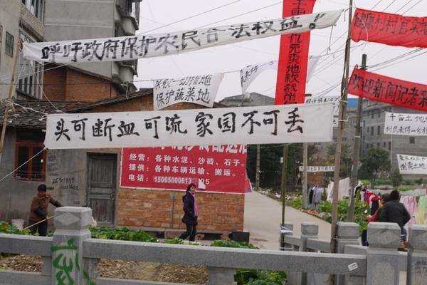 137 u131 Krestjane China 3 - Крестьяне в Китае встречают Новый год протестами