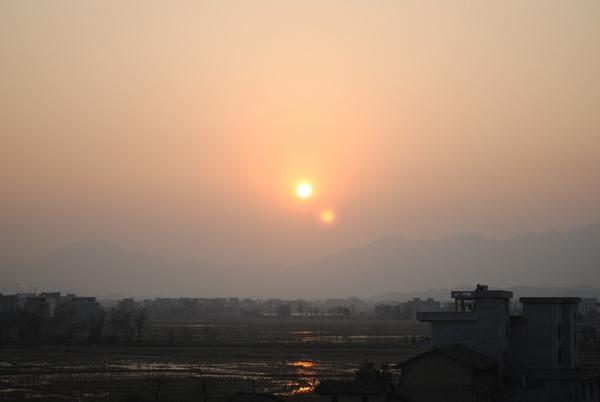 137 u91 1701 taiyang - На небе в Китае появилось «два солнца»