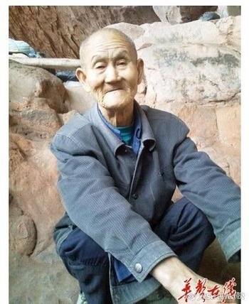 Китаец живёт в пещере 40 лет и мечтает о домике
