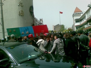 В провинции Цзяньсу вооруженный мужчина напал на воспитанников детского сада