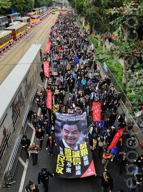 Пекин копает под главу Гонконга