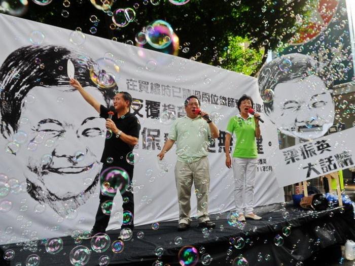 Пекин недоволен главой Гонконга