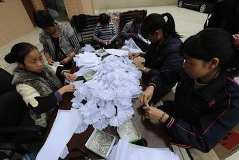 В Китае молодые энтузиасты взяли дело в свои руки