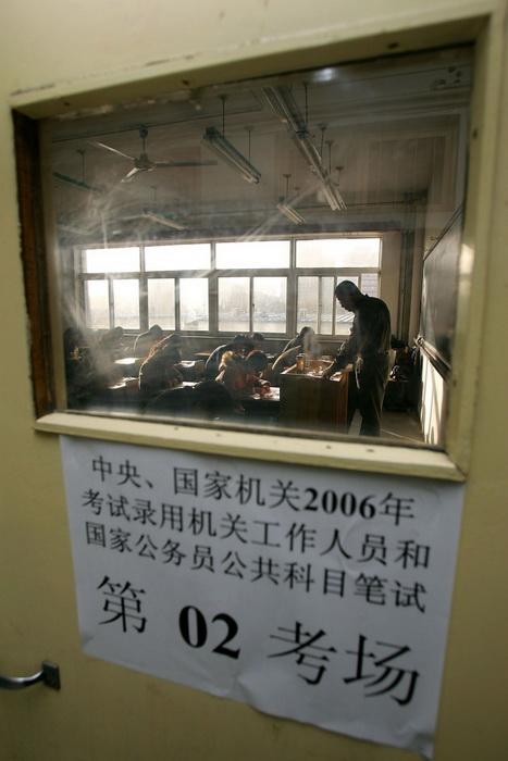 163 abiturienti china - Выгоды китайской гражданской службы