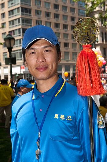 163 dafa daibing 2 1505 - Парад 6000 последователей Фалуньгун в Нью-Йорке: энергия музыки и духа