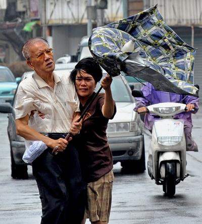 Тайфун  «Фанаби» бушует в Китае